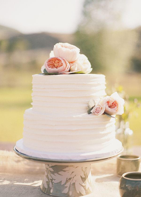 There Is Something About A Simple Detailed Wedding Cake That Absolutley Striking An All White With Few Delicates Touches Purely Irresile